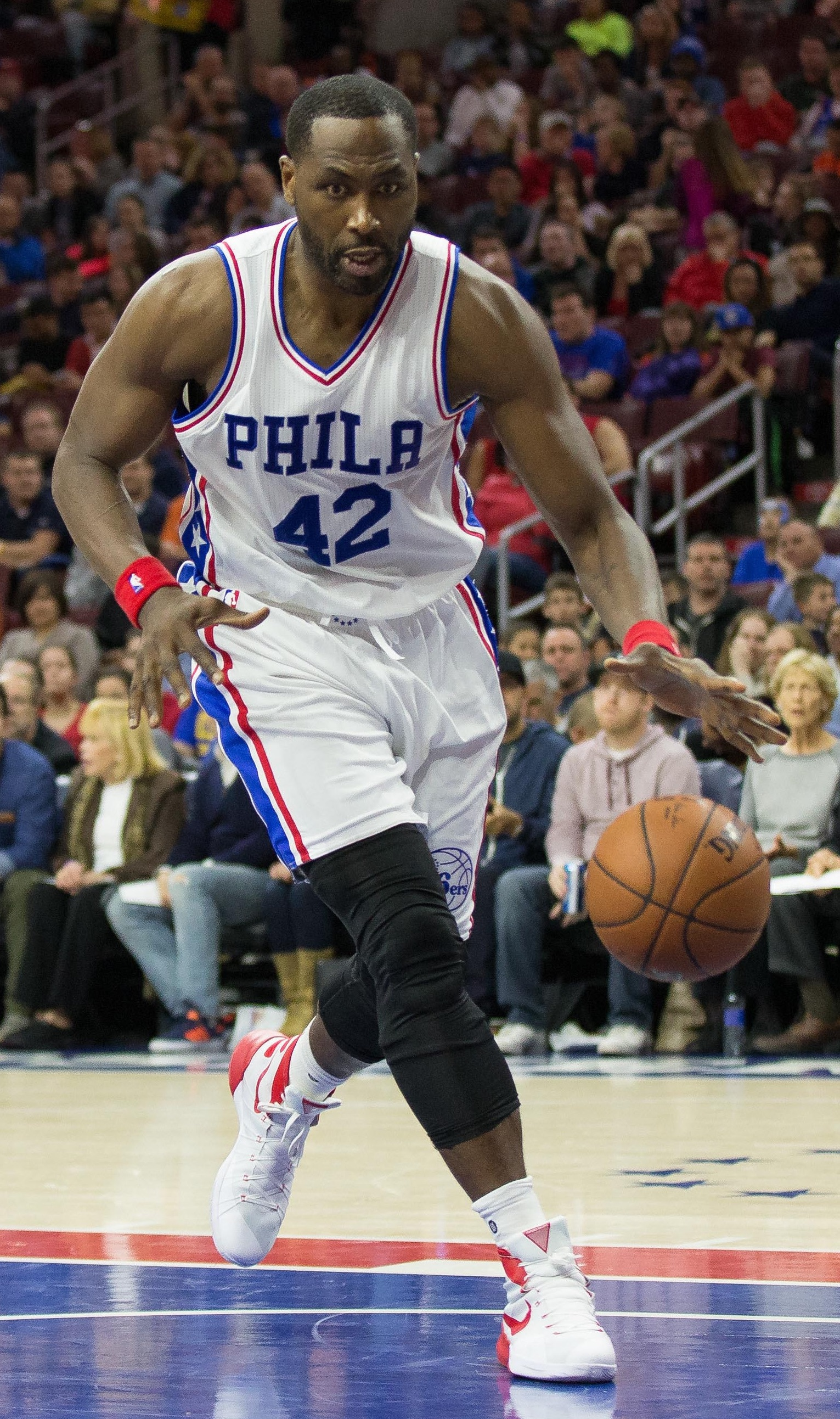 Sixers Sign Elton Brand To e Year Deal