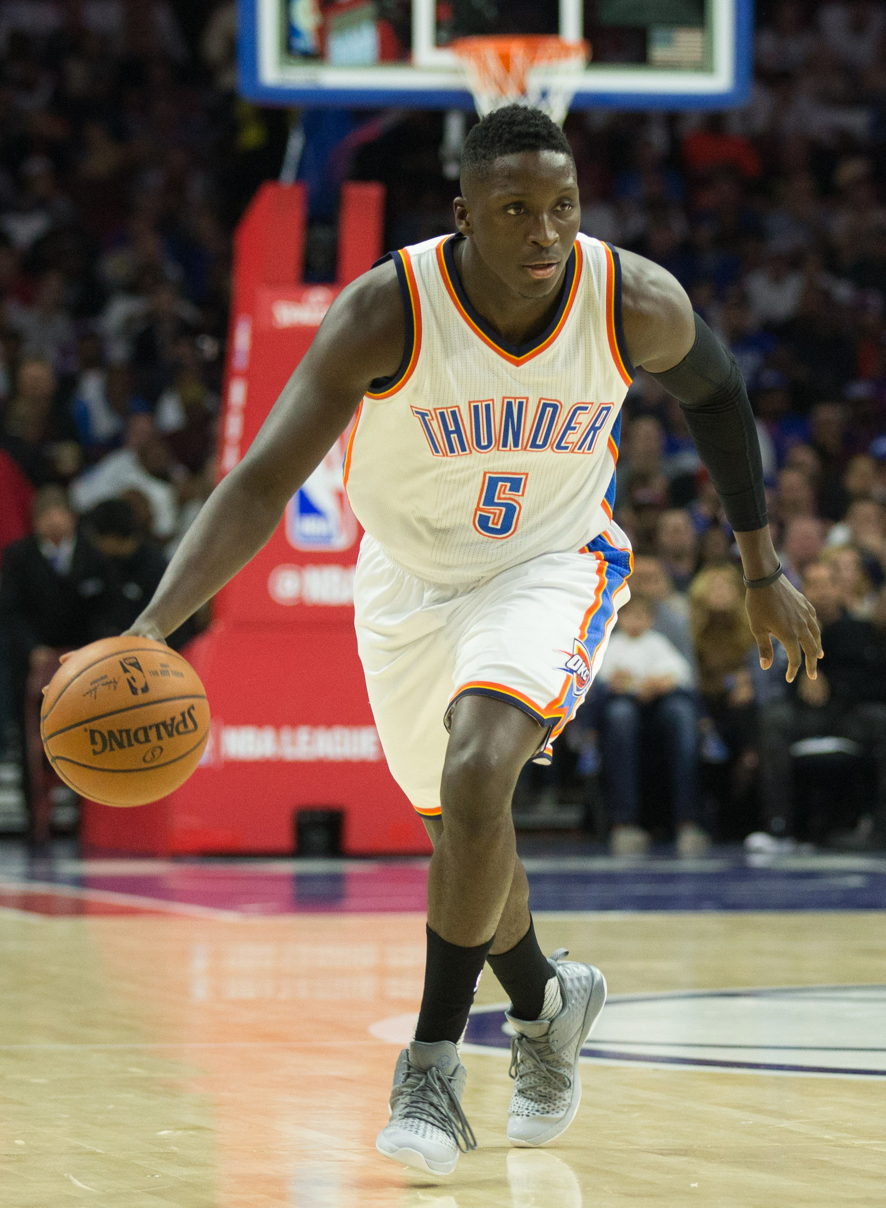 b6bf071cf385 Thunder Sign Victor Oladipo To Extension