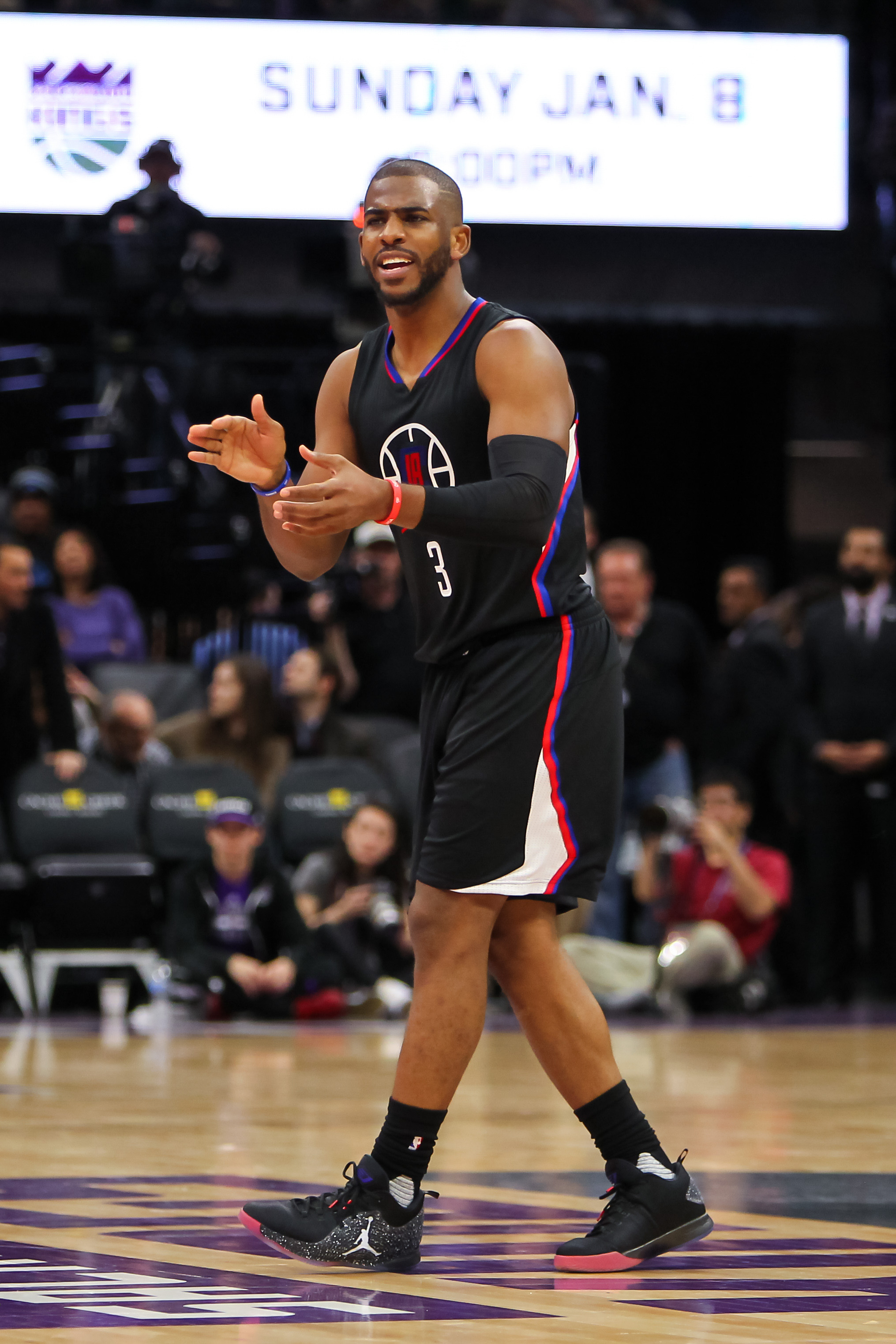 Can the Clippers re-sign Chris Paul  Chris Paul vertical 3a3c30cf3